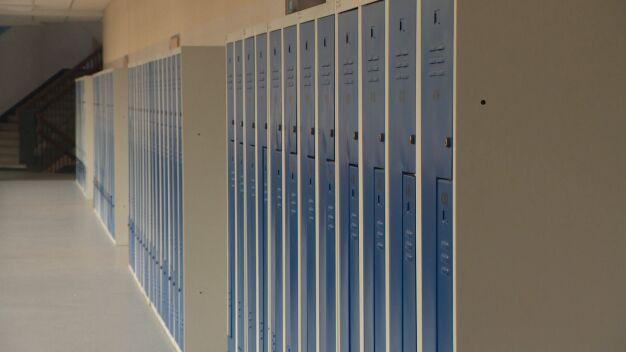 Poniedziałek rano, SMS ze szkoły: lekcje odwołane do końca tygodnia