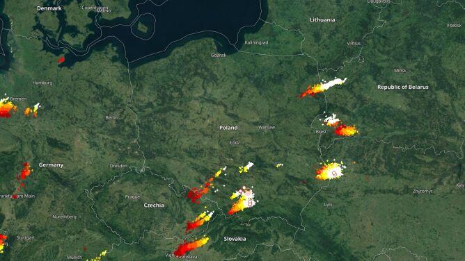 Przybywa burz nad Polską. <br />Sprawdź, gdzie grzmi