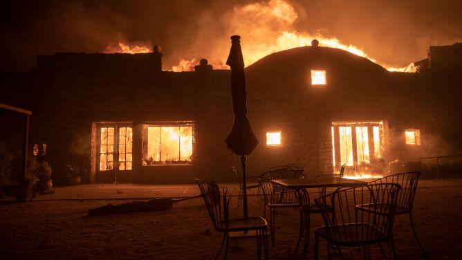 """""""Pożar szybko się rozprzestrzenia"""". Schwarzenegger: ewakuowaliśmy się bezpiecznie"""