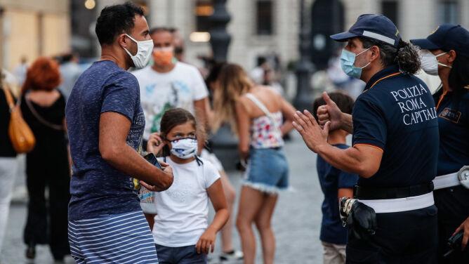 Włochy: średnia wieku zakażonych koronawirusem spadła do 35 lat