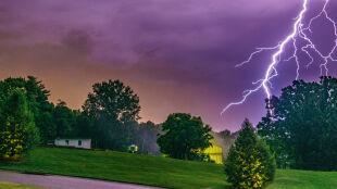 IMGW ostrzega przed burzami. Alarmy i prognoza zagrożeń